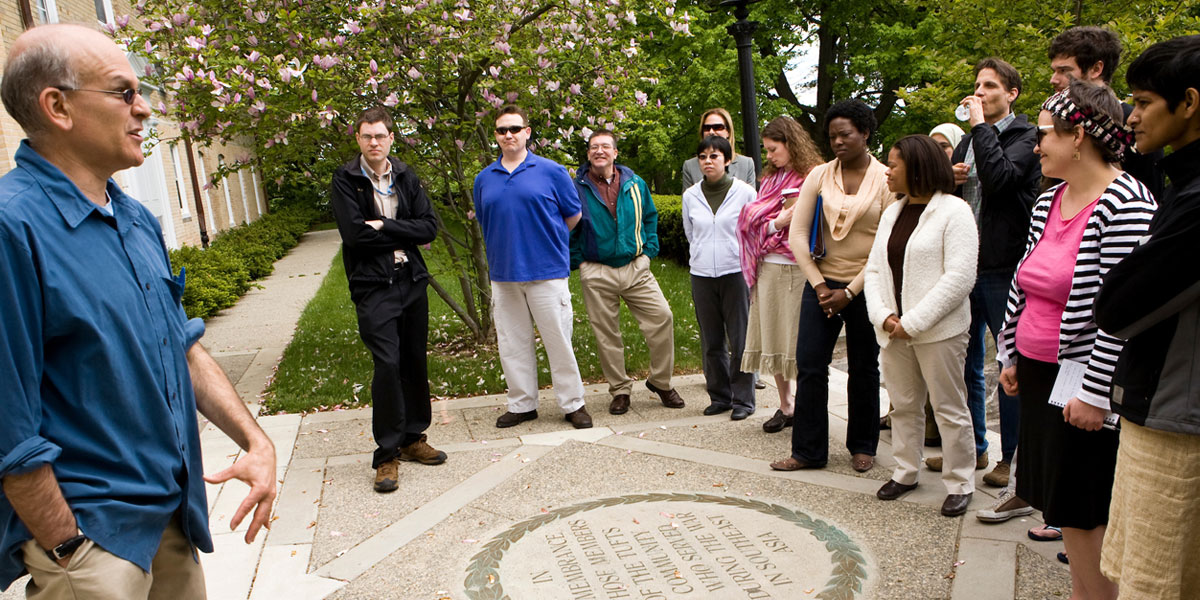 Steve Cohen with class on Memorial Steps at Tufts