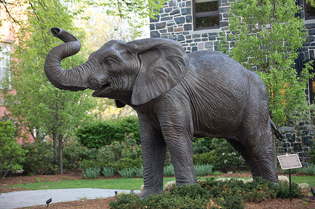 Sculpture of Jumbo the elephant